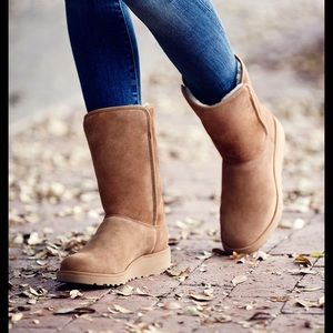 UGG Amie Mid- Calf Boot. Size 12